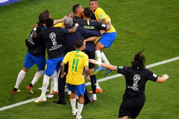 Neymar takes Brazil to the quarterfinals